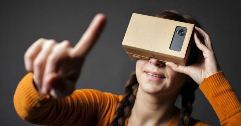 google-cardboard-girl-930x488